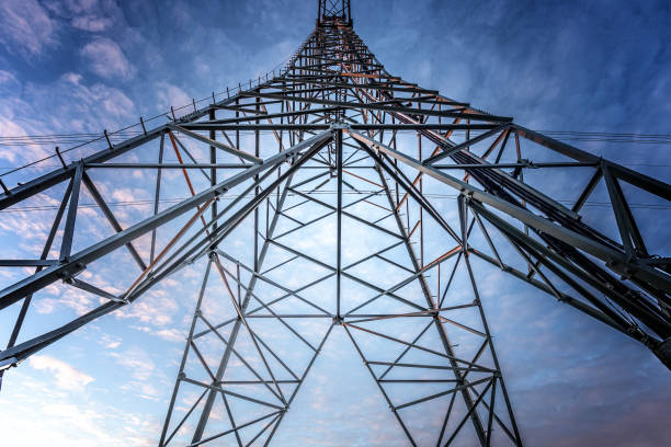 Electriciteitsmast met stroomkabels in Nederland Electriciteitsmast met stroomkabels in Nederland electricity pylon stock pictures, royalty-free photos & images