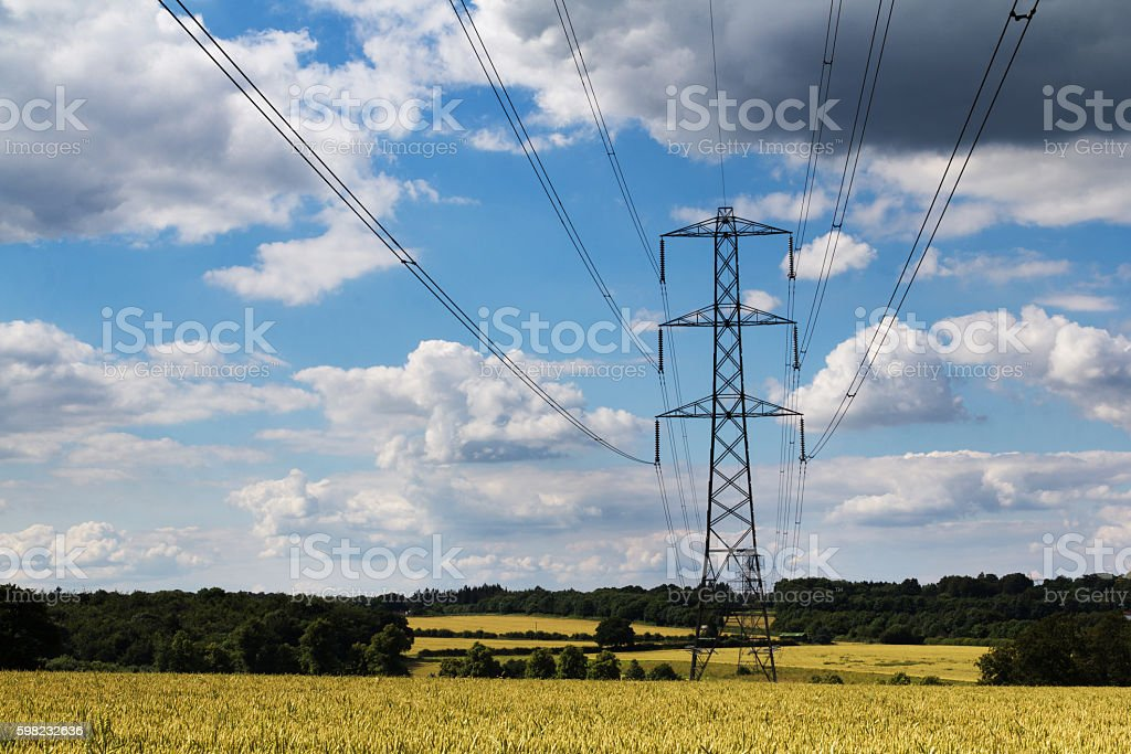 Electricity pylons going across the English countryside foto royalty-free