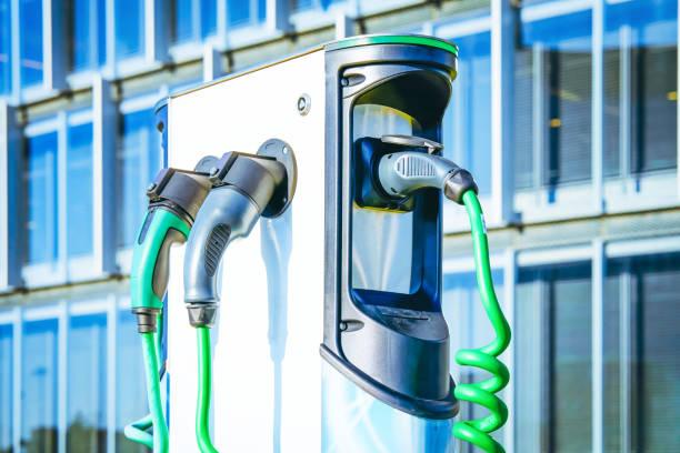 electro charging station - automobile con biodiesel foto e immagini stock