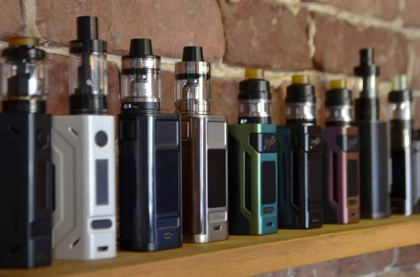 vape가 게의 배경에서 전자 담배 - 전자담배 뉴스 사진 이미지