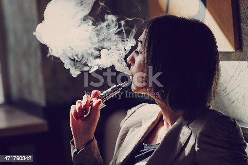 istock electronic cigarette 471790342