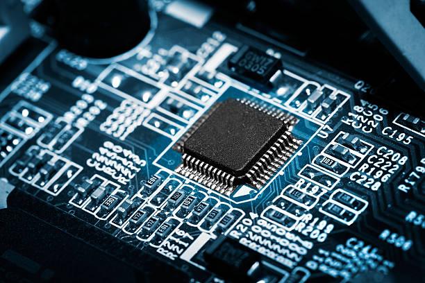 elektronische circuit board mit prozessor. - scyther5 stock-fotos und bilder