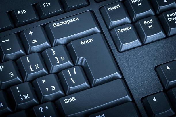 Obtención electrónica negro teclado de ordenador enfoque en la tecla Enter. - foto de stock