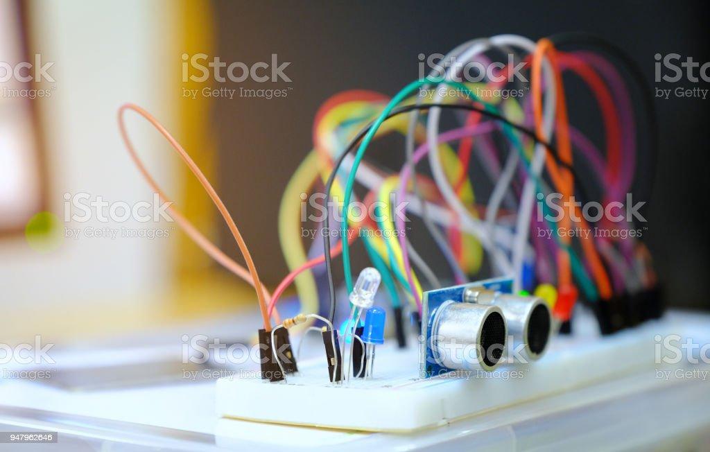 Elektronische Steuerung Bausatz DIY Bretter flache Layoutkomponenten Workshop für Ausbildung, IoT-Kit-Komponenten für Erziehungswissenschaft Experiment, Elektronik für Gerätekonstruktion – Foto
