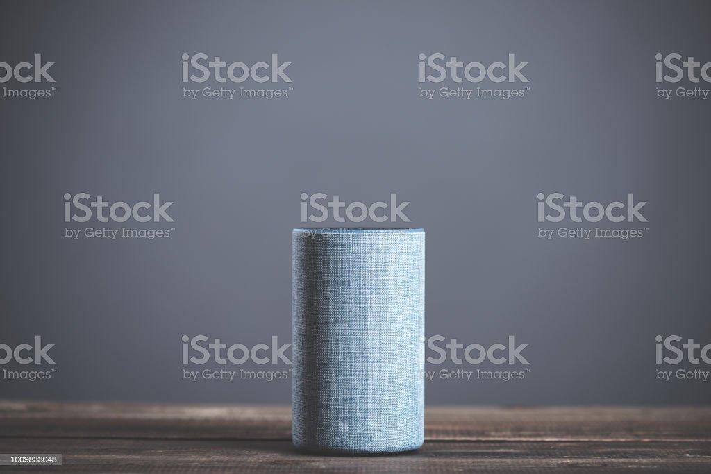 Alto-falante de equipamento eletrônico inteligente - foto de acervo