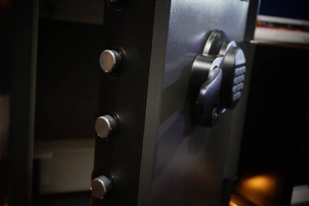 maison un coffre-fort électronique - coffre fort équipement de sécurité photos et images de collection