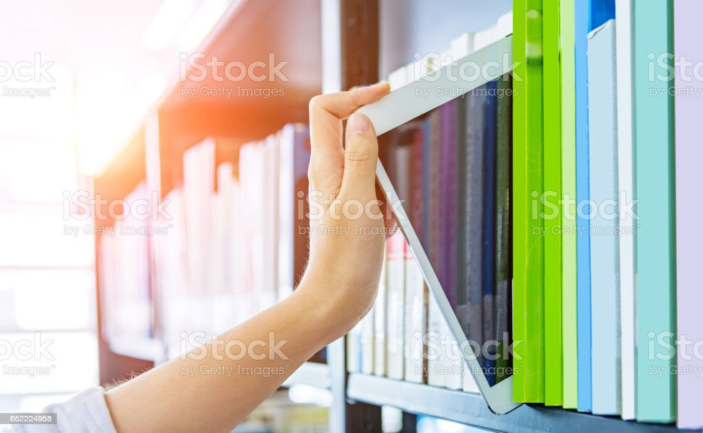 Biblioteca de electrónica  - foto de stock