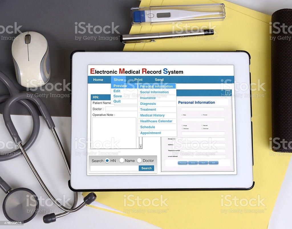 Registo médico eletrónico show em tablet. - foto de acervo