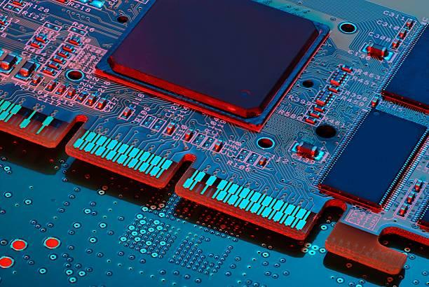 scheda elettronica con processore - acquaforte foto e immagini stock