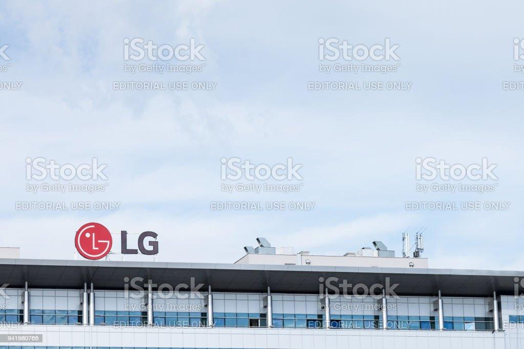 Logo de LG Electronics sur leur bureau principal pour la Serbie. LG est l'une des sociétés leader dans la technologie informatique et télécoms, ainsi que des appareils électroniques photo libre de droits
