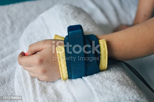 istock Electrotherapy for pain 1212766924