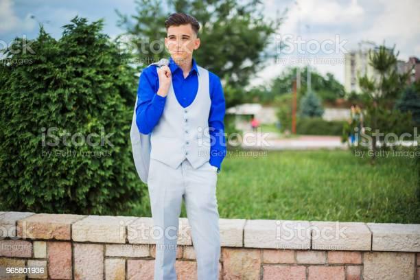 Elegance Young Man - Fotografias de stock e mais imagens de 18-19 Anos