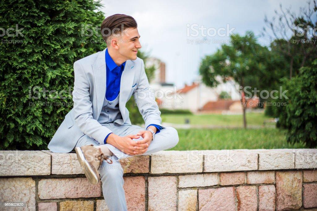 элегантность молодой человек - Стоковые фото 18-19 лет роялти-фри