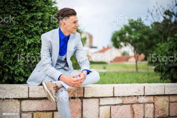 Элегантность Молодой Человек — стоковые фотографии и другие картинки 18-19 лет