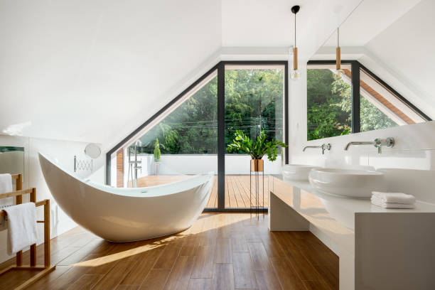 banheiro elegante do sótão com banheira - banheiro doméstico - fotografias e filmes do acervo