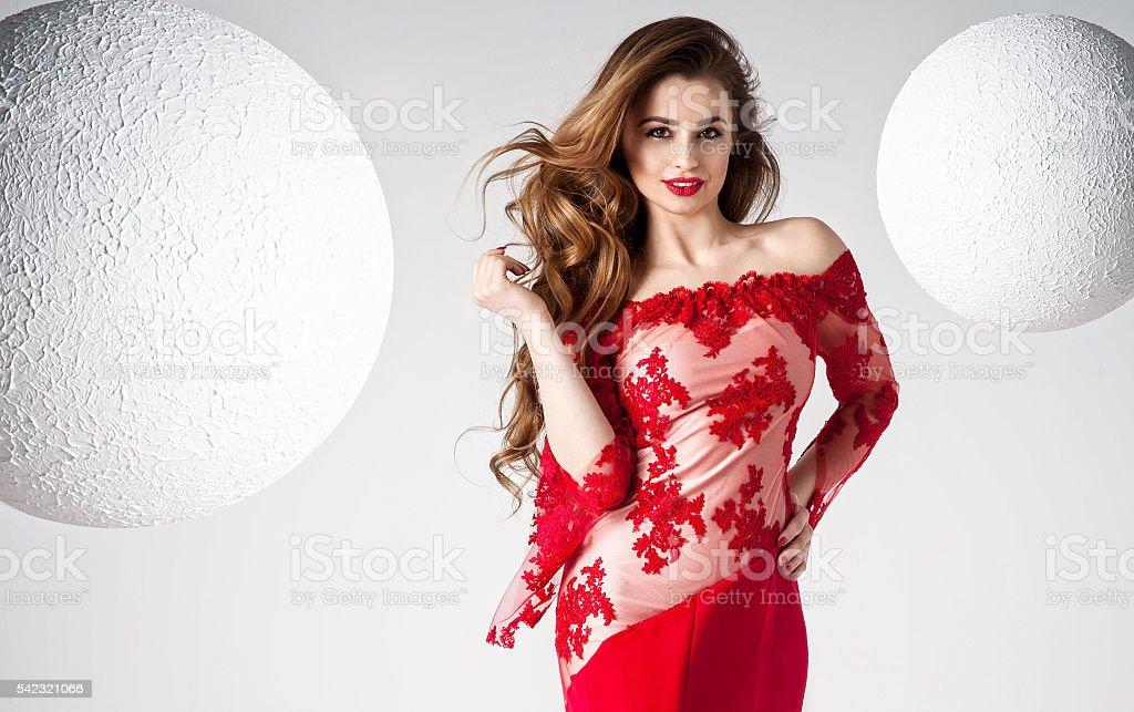 Elegant Beautiful Woman In Red Dress 照