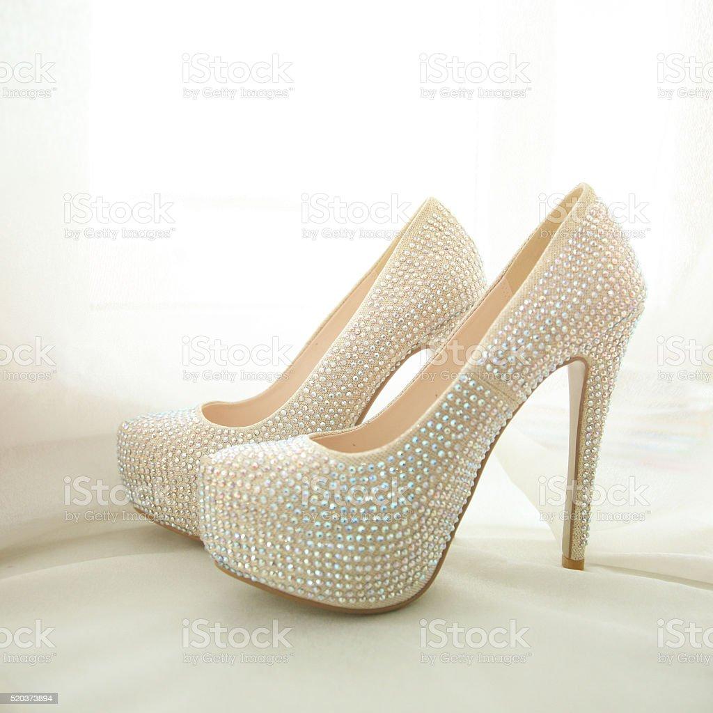 Scarpe Da Sposa Con Brillantini.Eleganti Scarpe Da Sposa Bianco Con Strass Fotografie Stock E