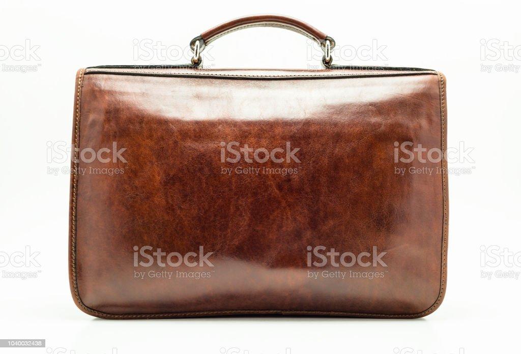 Elegante braune Leder Aktentasche. Isoliert auf einem weißen Hintergrund mit einem Beschneidungspfad. – Foto