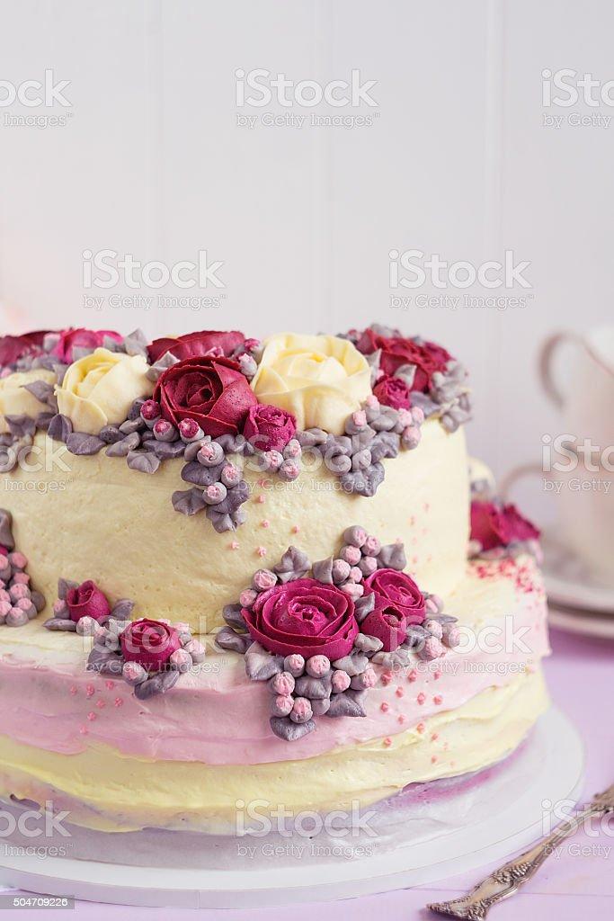 Elegante Hochzeitstorte Dekoriert Mit Burgundercreme Rose Blumen