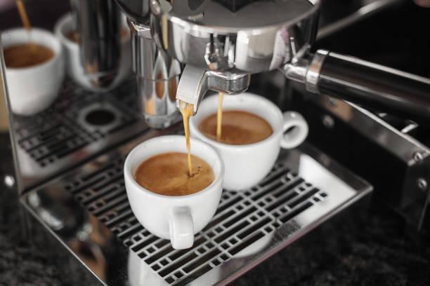 elegant chrome coffee maker makes an exquisite italian espresso - argento metallo caffettiera foto e immagini stock