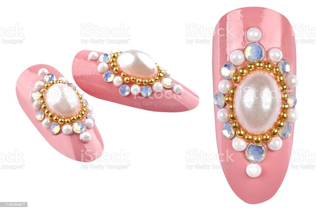 Elegantes Uñas Rosadas De Color Rosa Con Perlas Doradas Y
