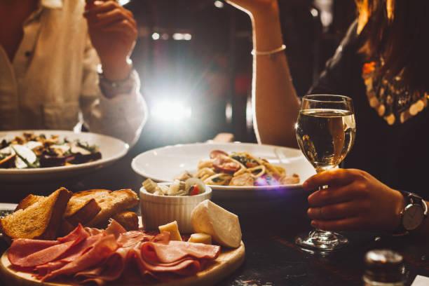 jantar elegante - fine dining - fotografias e filmes do acervo