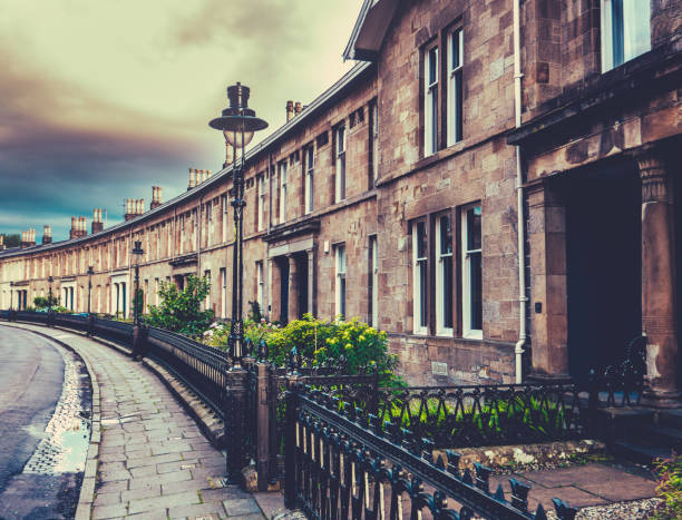 Elegant Edwardian Terrace Houses Beautiful Curved Edwardian Terrace Houses In A British City (Glasgow) edwardian style stock pictures, royalty-free photos & images
