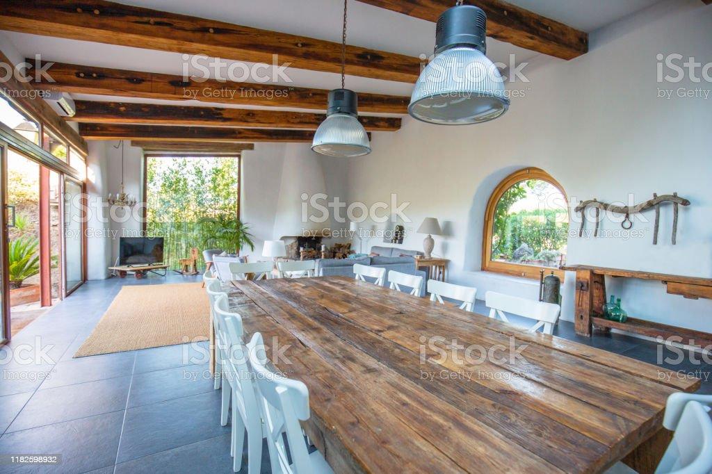 Elegantes Bauernhaus Esszimmer Wohnzimmer In Barcelona Stockfoto Und Mehr Bilder Von Architektur Istock