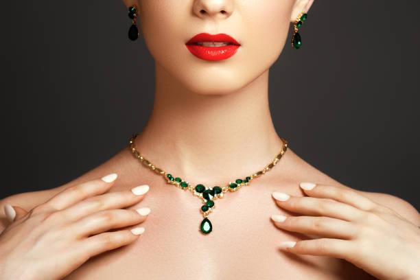 elegant fashionable woman with jewelry. fashion concept - ожерелье стоковые фото и изображения
