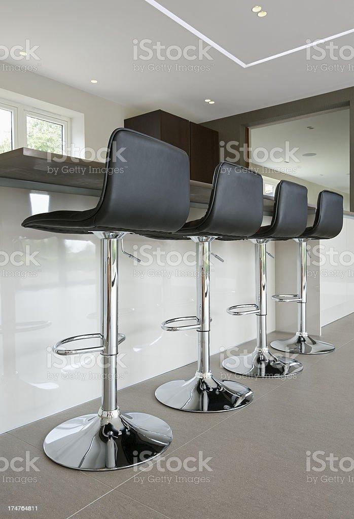 Stock Sgabelli Bar.Elegante Cucina Sgabelli Da Bar Fotografie Stock E Altre