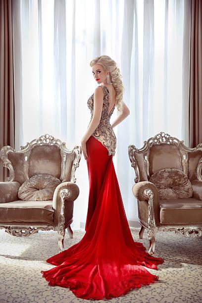 elegant lady. beautiful blond woman model in fashion dress - lange abendkleider stock-fotos und bilder