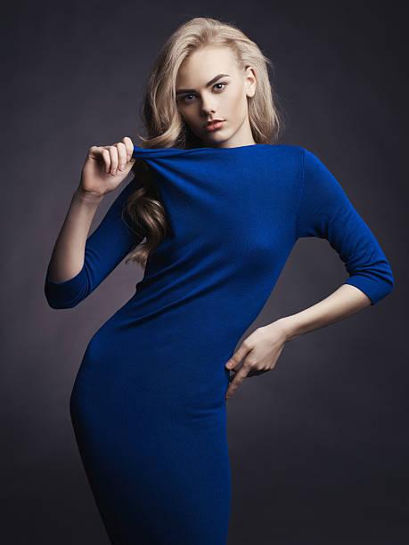 elegante lady - abendkleid lang blau stock-fotos und bilder