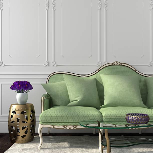 elegante wohnzimmer mit grünen sofa und tisch - kissen grün stock-fotos und bilder
