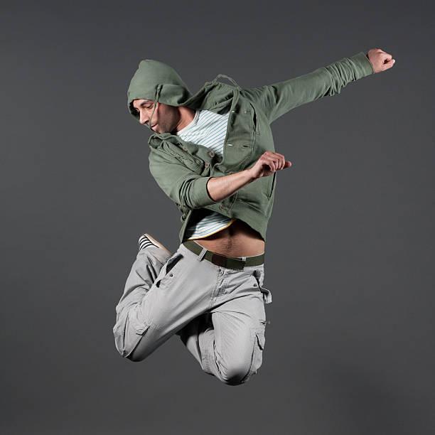 elegante männliche parkour- jump - parkour stock-fotos und bilder