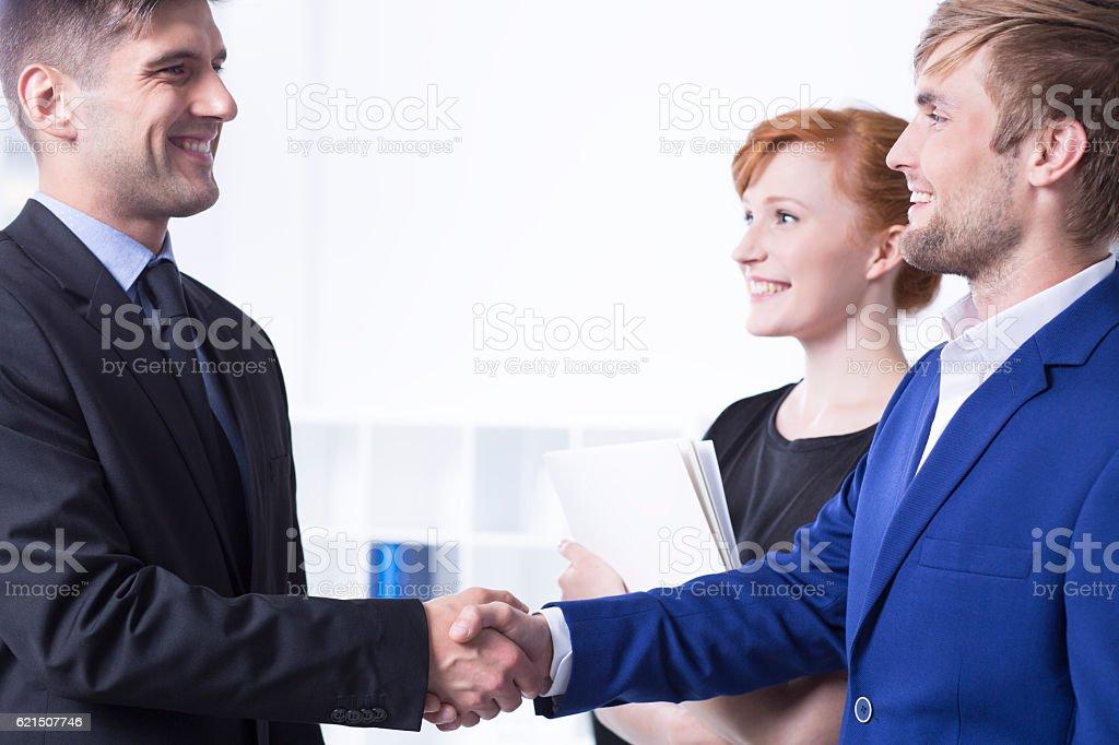 Elegant man shaking employee's hand Lizenzfreies stock-foto