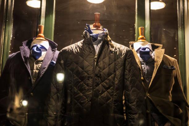 elegante herren bekleidungsgeschäft in brüssel, belgien - exklusive mode stock-fotos und bilder