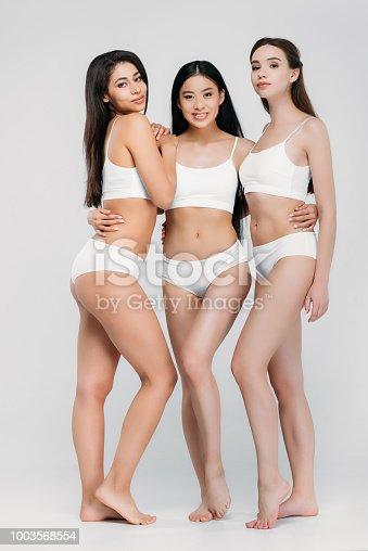 b26350f7604e ᐈ Imagen de multiétnicas chicas en ropa interior sentada en el cubo ...