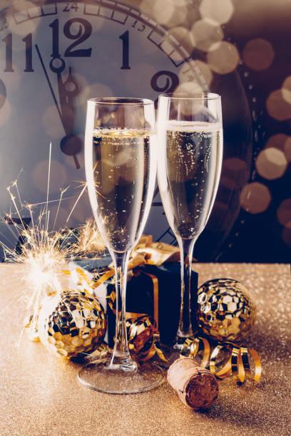 Elegantes Silvester-Partykonzept mit Champagner – Foto