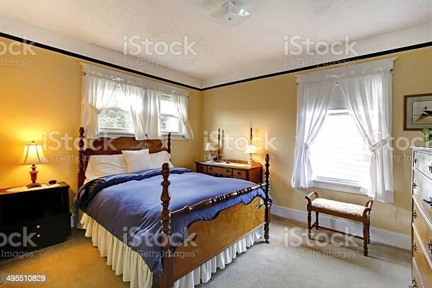 Elegante Camera Da Letto In Stile Inglese Antico Giallo E Blu Fotografie Stock E Altre Immagini Di Accogliente Istock