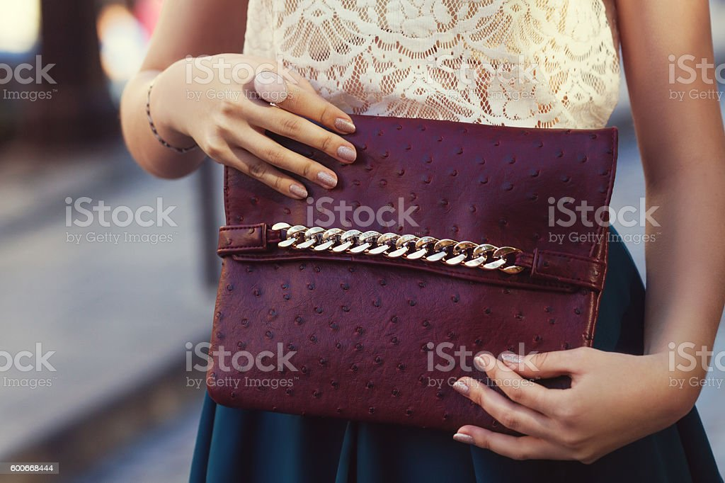 Elegant outfit. Closeup. Leather bag in hands of stylish woman – Foto