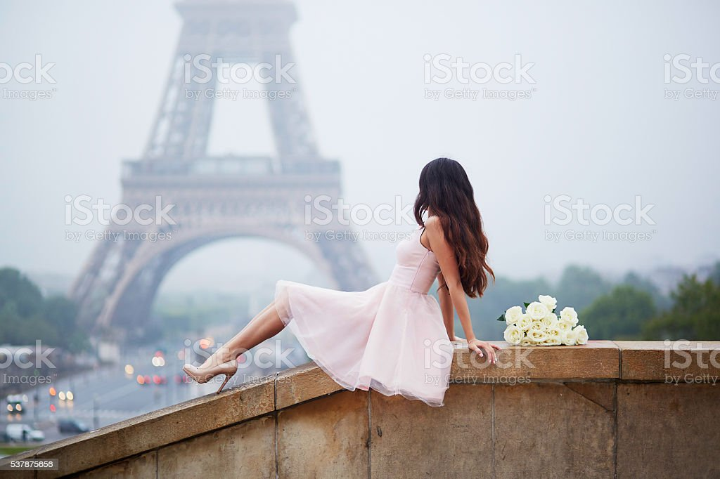 Elegante mujer parisino - foto de stock