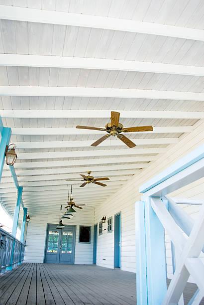 elegante veranda mit deckenventilator - veranda decke stock-fotos und bilder
