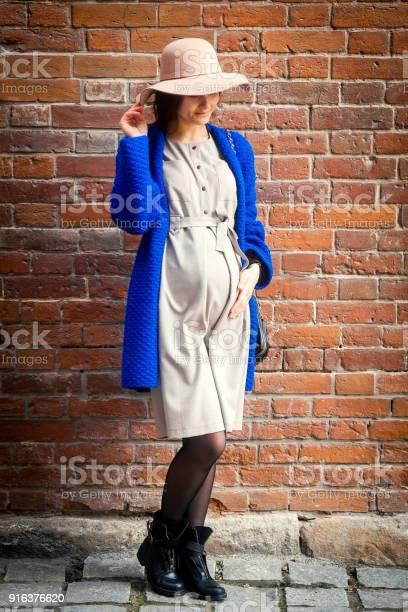 Elegant pregnant woman picture id916376620?b=1&k=6&m=916376620&s=612x612&h=pvanqld t2fwbznet7ag9zolg6mvmlyu f2d mczsqm=