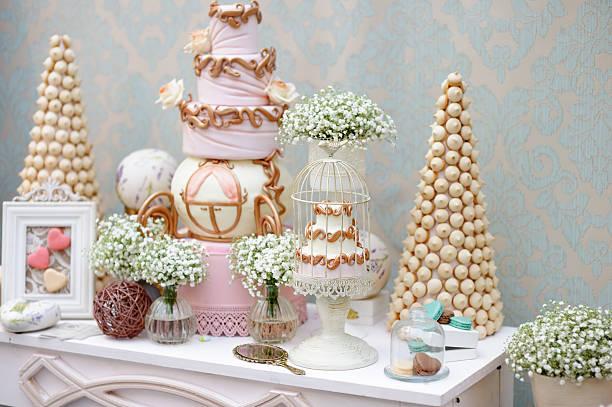 elegante sweet tisch für abendessen oder eine veranstaltung-party - prinzessinnen torte stock-fotos und bilder