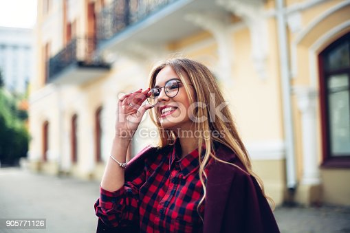 870648602 istock photo Elegant, trendy outfit Closeup of wrist watch on the hand of stylish woman. Fashionable girl on the street. Female fashion. 905771126