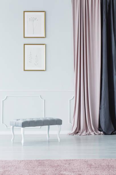 elegante gepolsterte sitzbank stil - gepolsterte bank stock-fotos und bilder