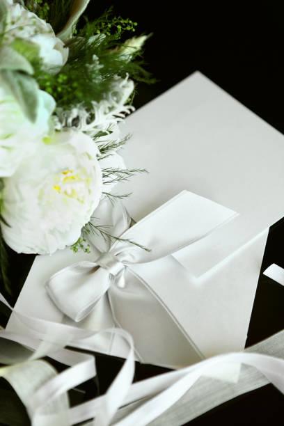 elegante hochzeit einladung - herbst hochzeitseinladungen stock-fotos und bilder