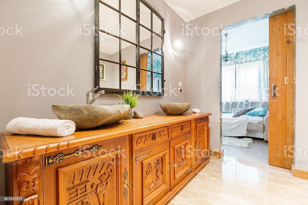 Elegant wooden commode photo libre de droits