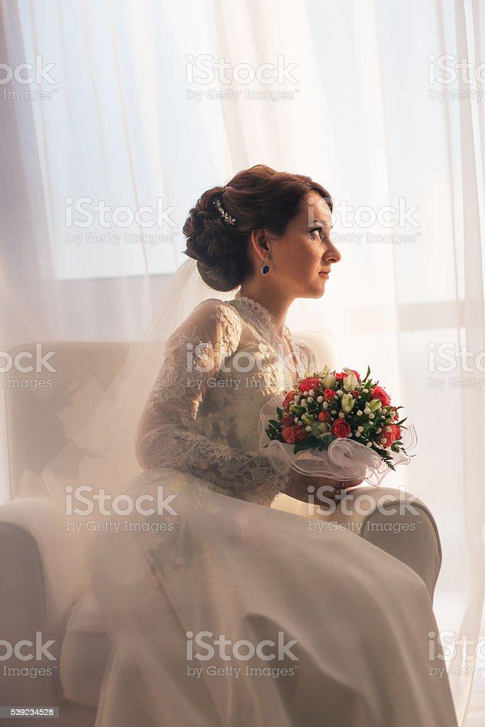 Elegante joven novia en boda Vestido; Foto de estudio foto de stock libre de derechos