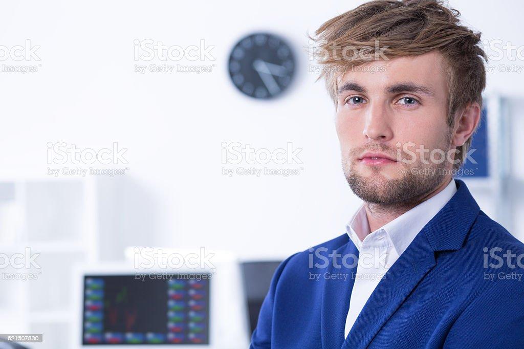 Elegant young man at office. photo libre de droits